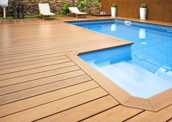 construire-piscine-elements-prefabriques-bois