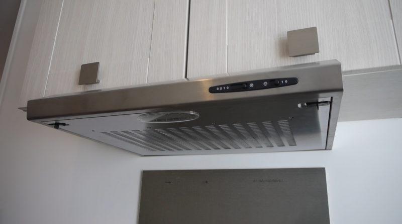 Installer une hotte sur un meuble de cuisine